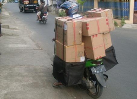 Delivery Komoditi (produk) menggunakan Matic (jangan ditiru)