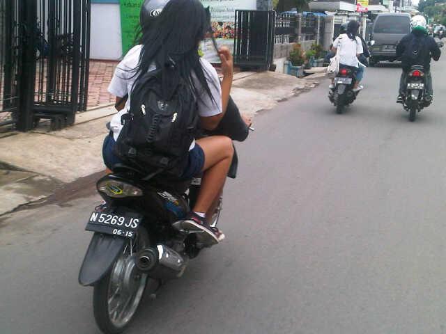 ck ck ck ngangkang tanpa helm