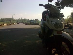 Suzuki Nex parkir di Bendungan Lahor